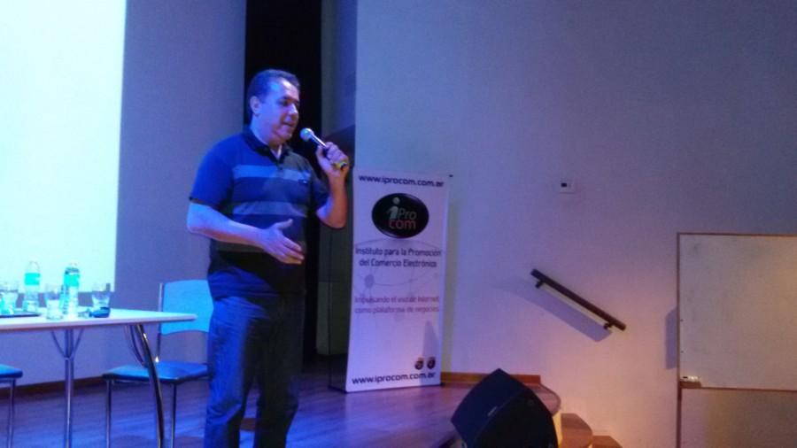 Lic. Marcelo Moreno disertando sobre cómo llevar adelante exitosamente un proyecto de Comercio Electrónico